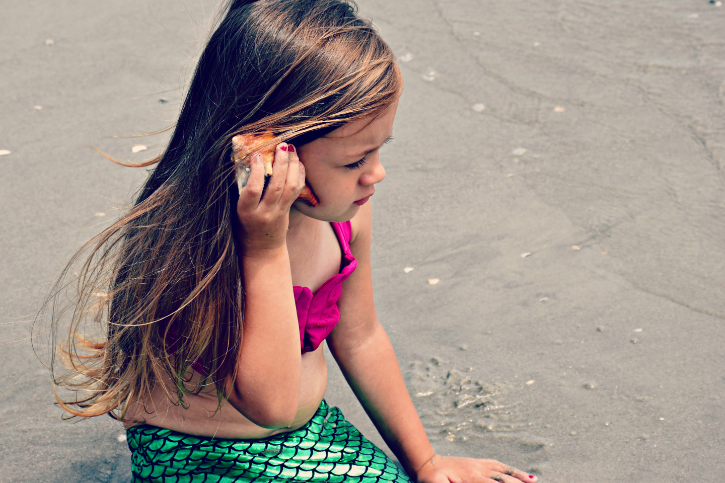 Dreaming of the beach? Have you ever wanted to be a mermaid? Pennslyvania blogger Just Being Jessica is sharing the perfect mermaid tail bathing suit for your little one here!