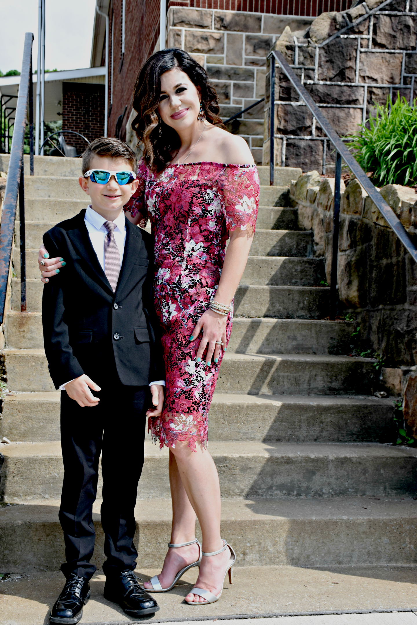 Curious what to wear to a summer wedding? Pennslyvania Blogger Just Being Jessica is sharing the best floral dresses to wear to a summer wedding here!
